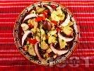 Рецепта Селска салата с печени чушки, гъби печурки и краставици
